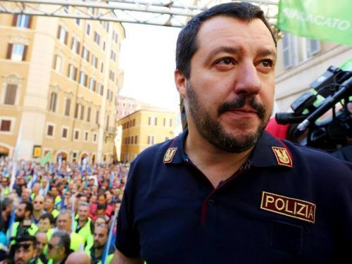 Matteo Salvini replica protesta dei Sindacati polizia per abuso divisa