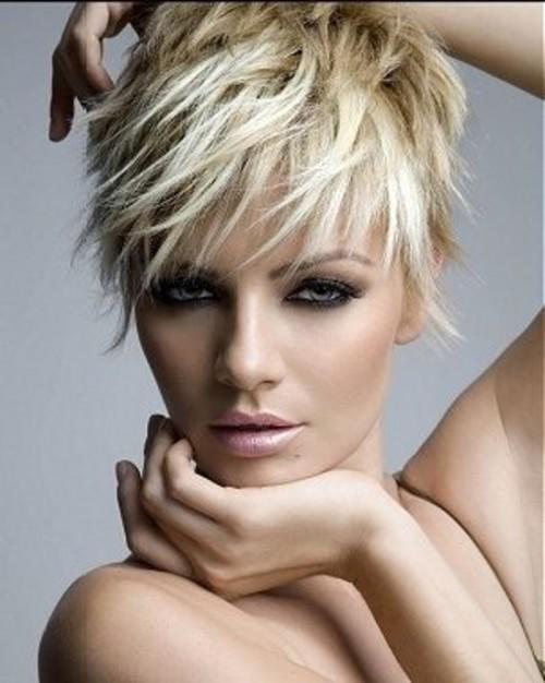 Tagli capelli corti donne