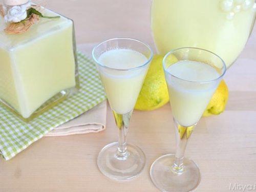 Liquore cremoso al limone perfetto per dolci digestivo fine pasto