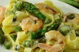 Fettuccine asparagi e gamberi