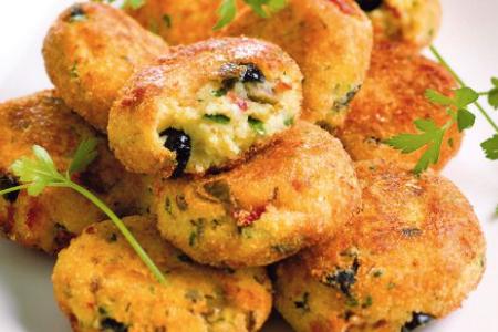 Le polpette di merluzzo, patate e olive