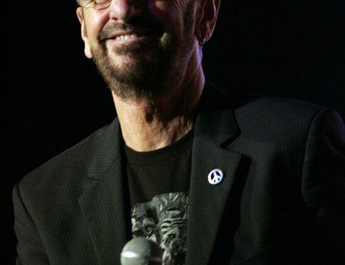 Ringo Starr compie 80 anni : It Don't Come Easy, testo e video
