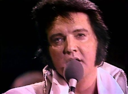 In ricordo di Elvis Presley: Can't Help Falling in Love, con testo e video