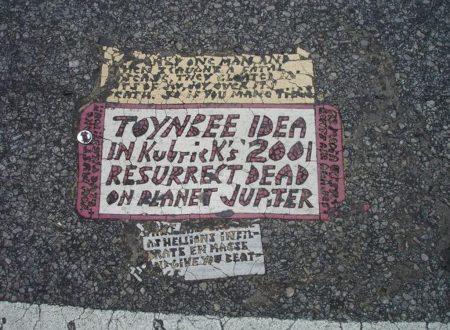 Le misteriose mattonelle stradali di Philadelphia
