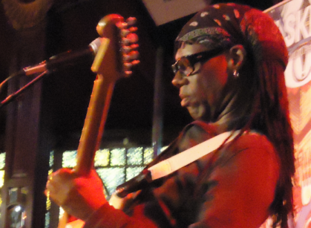 Nile Rodgers auguri : Chic – Good Times testo e video