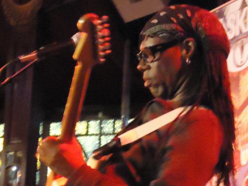 Auguri a Nile Rodgers – Let's Dance, con testo e video