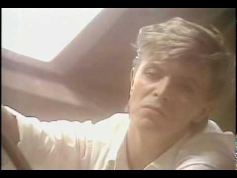 David Bowie moriva 3 anni fa: Hallo Spaceboy, con testo e video