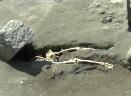 Archeologia Pompei trovato uno scheletro intatto