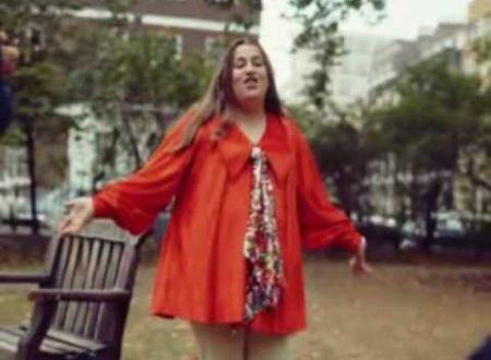 Ascoltando Mama Cass Elliot : It's Getting Better, con testo e video