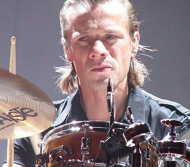 Auguri a Larry Mullen : U2 – New Year's Day, con testo e video