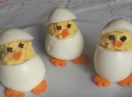 Simpatici pulcini di uova sode