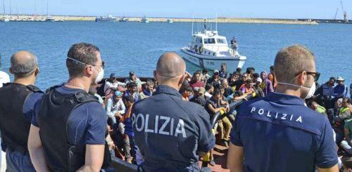 Immigrazione Polizia e Forze dell'ordine abbandonate dalle istituzioni