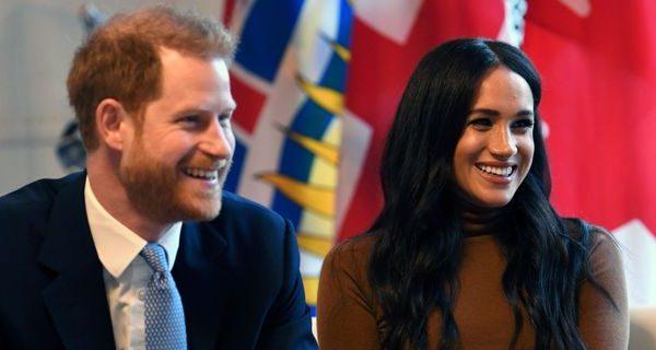 Le dimissioni di Harry e Meghan fanno arrabbiare la Regina