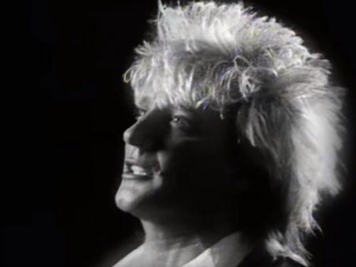 Rod Stewart ha compiuto 76 anni : Gasoline Alley, testo e video