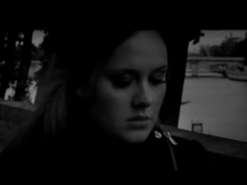 Auguri Adele : Someone Like You, testo e video