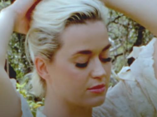 Katy Perry – Daisies con testo, traduzione, spiegazione e video ufficiale