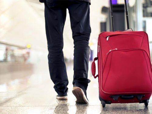 Nuove regole per i voli: stop bagaglio a mano