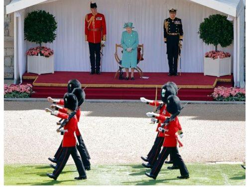 Scandalo a Corte: Arrestate 13 guardie britanniche