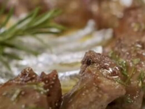 Le costolette con salsa di rosmarino