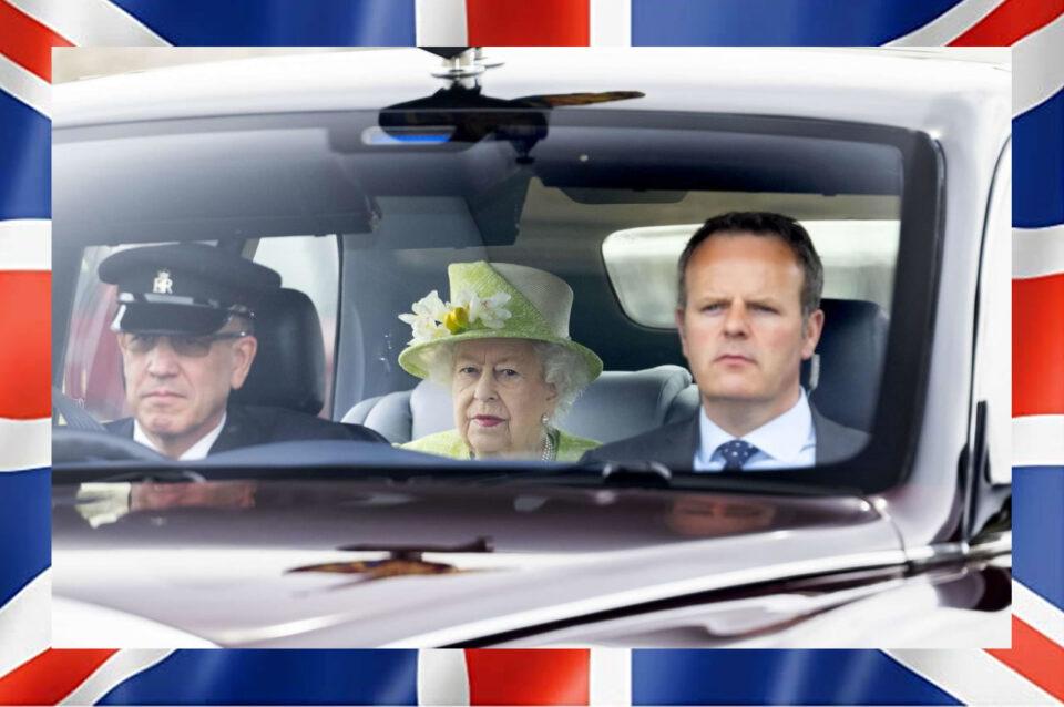 Regno Unito, la regina Elisabetta II di nuovo al lavoro