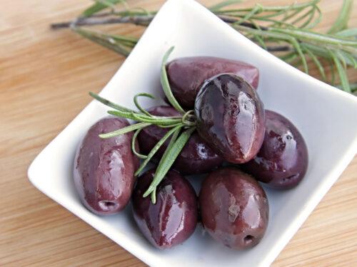 Antipasto di olive nere rosolate