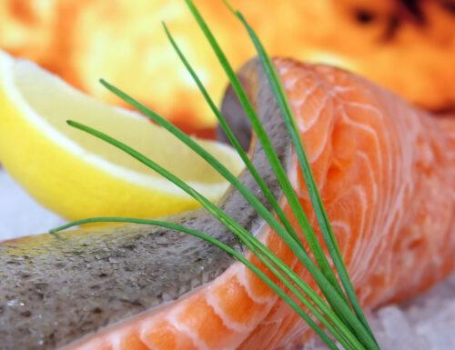 Un piatto per l'estate con riso e salmone