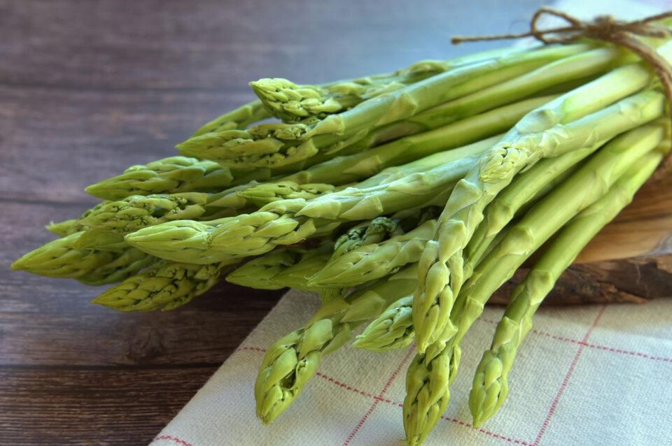 Una frittata di asparagi selvatici